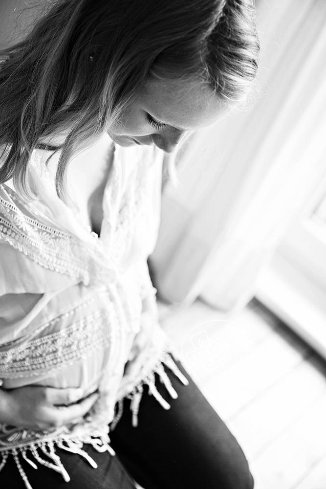 Homestory Babybauchfoto zu Hause